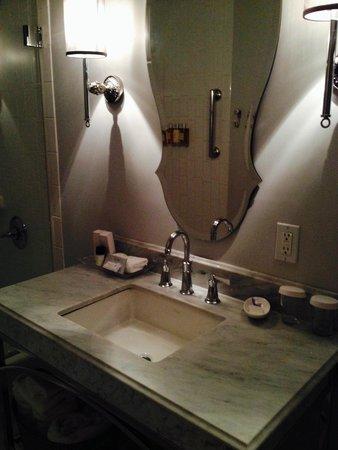 The Culver Hotel: bathroom