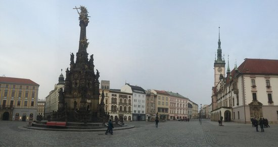 Holy Trinity Column: Column and market square