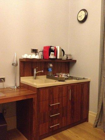 Stories Hotel Karakol: Кухонная зона