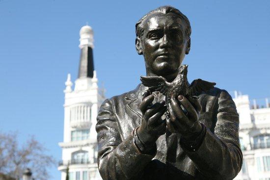 Resultat d'imatges de monumento a lorca en Granada