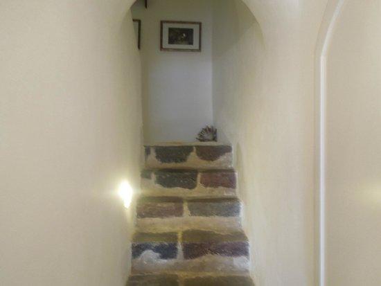 Nefeles Suites Hotel: Stairs in junior suite