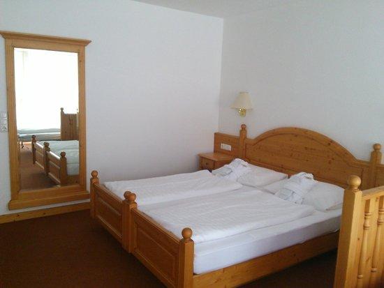 هوتل لومان شامل جميع الخدمات: Unser großes Bett