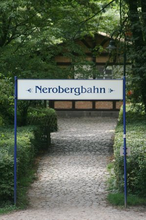 1888 Nerobergbahn Funicular: Finding your way down