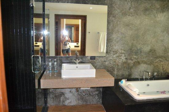 Wanaburi Hotel: Оригинальная ванная комната