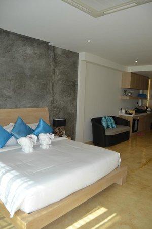 Wanaburi Hotel: Огромная кровать