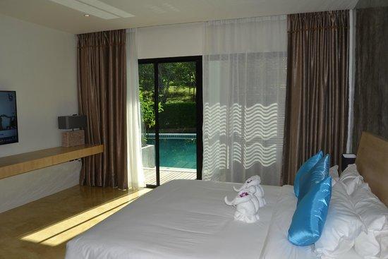 Wanaburi Hotel: Выход к бассейну с номера