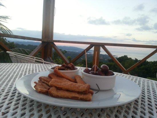 Hotel Mocking Bird Hill: Enjoying a snack on the deck