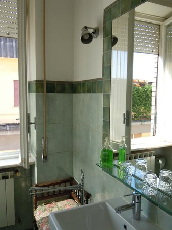 Aurelio Aquilone B&B: The green bathroom