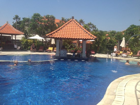 Puri Raja: Another pool shot ��very relaxing when not on beach