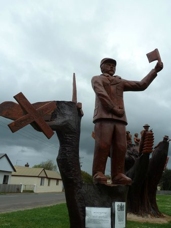 Chainsaw Carvings : #1