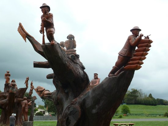 Picture of legerwood memorial tree carvings