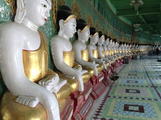 Shwekyimyint Paya : Muitos Budas
