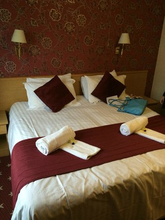 Denewood Hotel: The bed was comfy