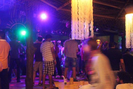 Nippon Villa Beach Resort: дискотеки в Мамбосе