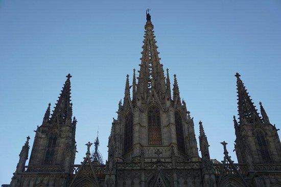 lampadario antico : un lampadario antico - Picture of Catedral de Barcelona, Barcelona ...