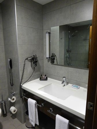 Midtown Hotel : Bathroom