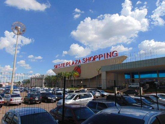 a8d77bfbe Oeste Plaza Shopping em Andradina - Foto de Artigianale Restaurante ...