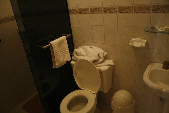 Capital Plaza Hotel: Il bagno