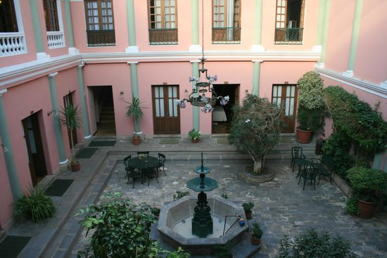 Capital Plaza Hotel: Il cortile