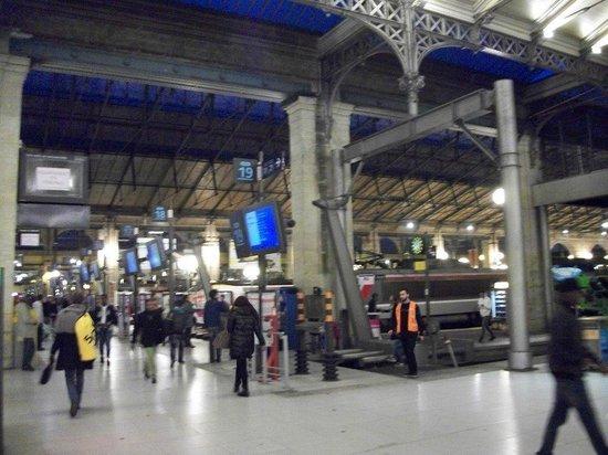 ici les quais sont en lignes photo de gare du nord paris tripadvisor. Black Bedroom Furniture Sets. Home Design Ideas
