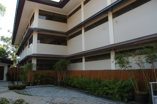 Hotel Tropika Davao: Back of hotel - grounds beside function room