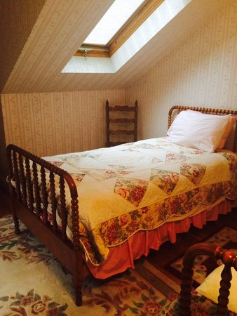 Morgan's Rest Bed & Breakfast: Follen Hill Room