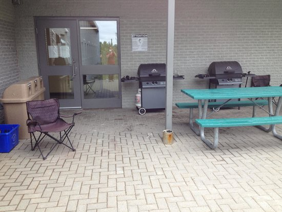 Residence & Conference Centre - Sudbury West: BBQ Area