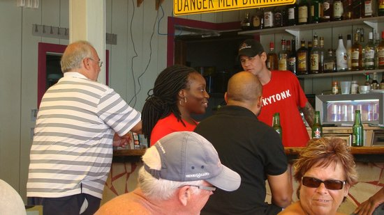 Honky Tonk Bar: Satisfied and smiling Customers