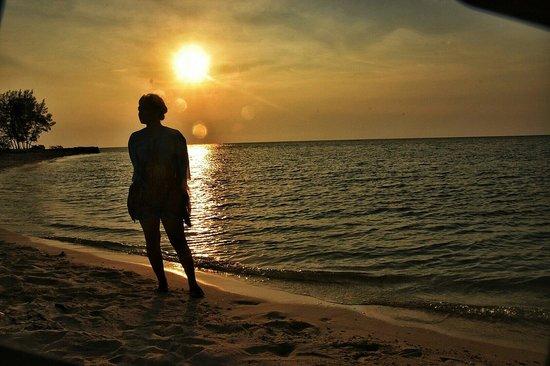 Kodingareng Keke Island: Sunset dari pulau Keke