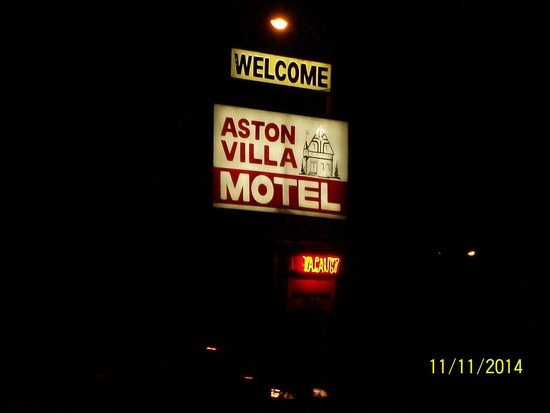 Aston Villa Motel: Best part of the motel - the sign.