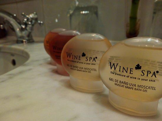 Hotel Peralada Wine Spa & Golf: Juego de baño