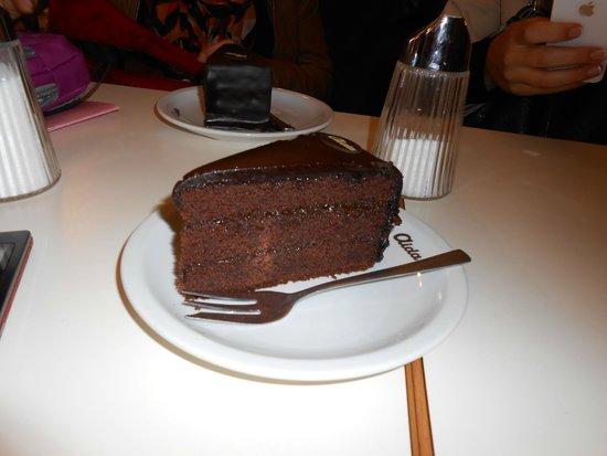 Cafe-Konditorei Aida: Sacher!!!