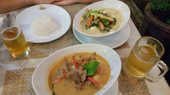 Ging Restaurant : Beautiful Green vegetable and beef massaman curry.