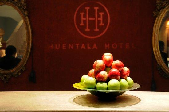 Huentala Hotel: Front desk