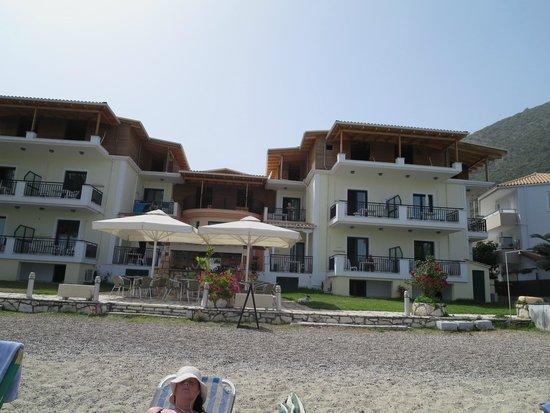 Madouri Beach Studios: Strandzijde Madouri