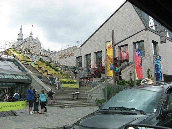 Musée de la civilisation : W deszczowe popołudnie