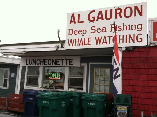 AL Gauron Luncheonette: Front of the Luncheonette facing the road into Hampton Beach from the bridge.