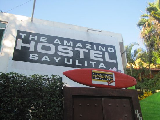The Amazing Hostel Sayulita : The front sign of the hostel.