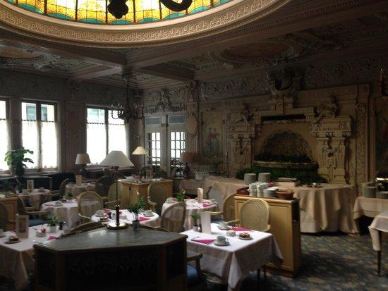 Bedford Hotel: The VIntage Breakfast Room