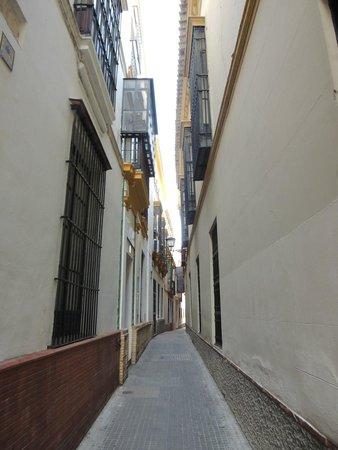 Aire de Sevilla: Street leading to the Baths