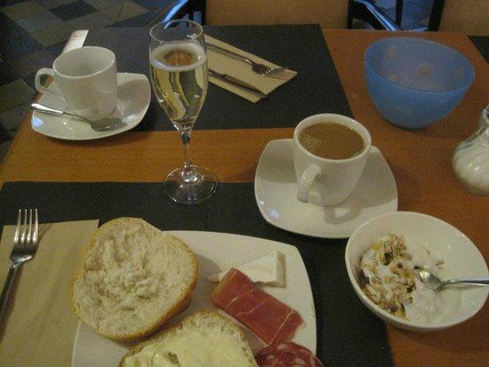 Hotel Koffieboontje : Weekend breakfast with CAVA!