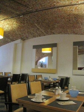 Hotel Koffieboontje : Breakfast are in the basement.