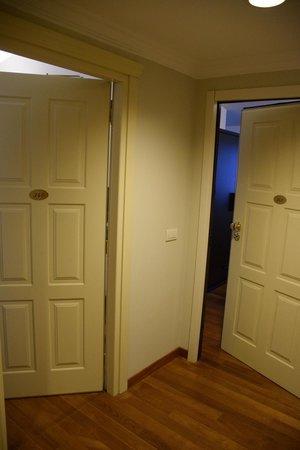 Hotel Maggior Consiglio: Puertas de entrada, habitacion 340.