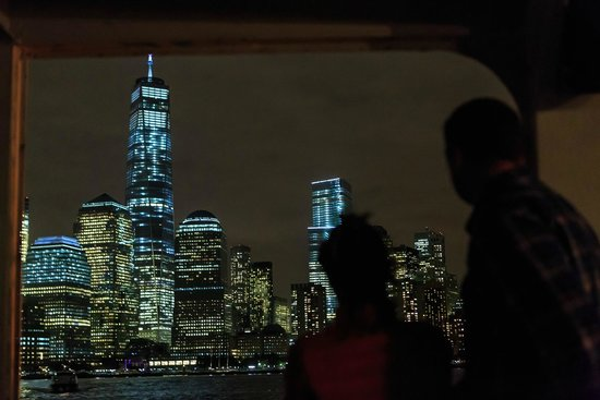 City Sightseeing New York Cruises : Watching Downtown Manhattan from the Cruise
