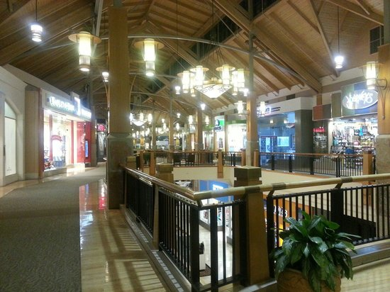 View mall directory info for Park Meadows in Lone Tree, CO – including stores, hours of operation, phone numbers, and more.