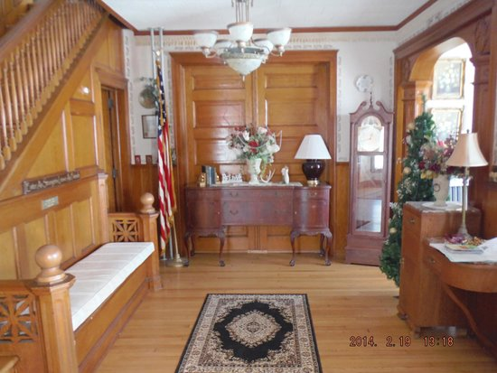 Ages Past Country House Bed & Breakfast: Grand Staircase - Foyer