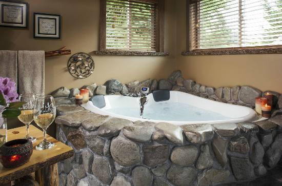 Carson Ridge Luxury Cabins: Soak In The Large Jacuzzi Tub!