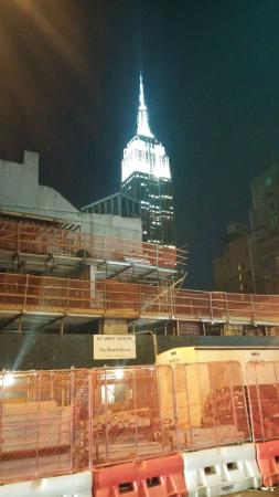 Fairfield Inn & Suites New York Manhattan/Chelsea: View of the Empire State Building from outside the hotel on the ground...sorry about the constru