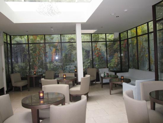Hotel de l'Universite: Bar/Salão de Café ou Chá junto a recepção do hotel.