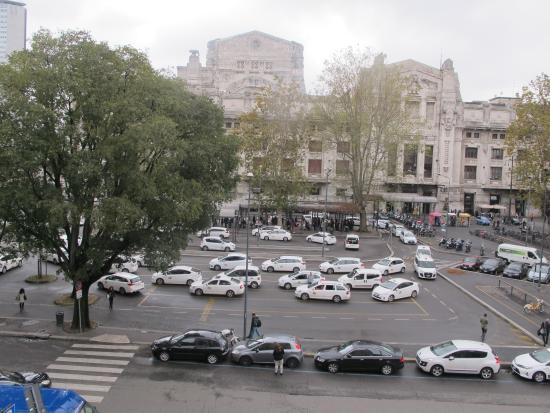Hotel Bristol Milan: View of the train station from the room